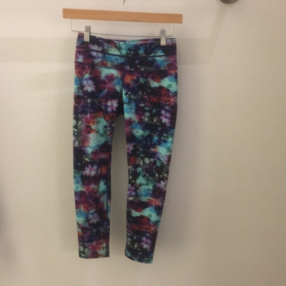 Athleta Pants - Athleta rainbow floral crop leggings sz XXS